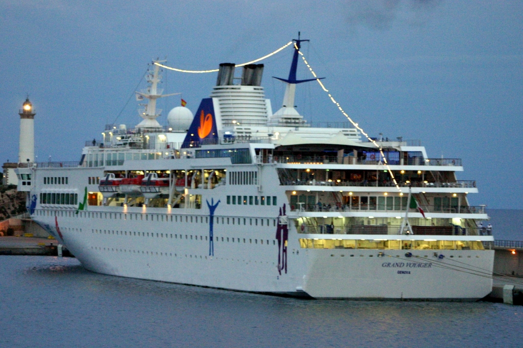 MERCHANTSHIPSinfo Grand VoyagerGrand Voyager - Grand voyager cruise ship