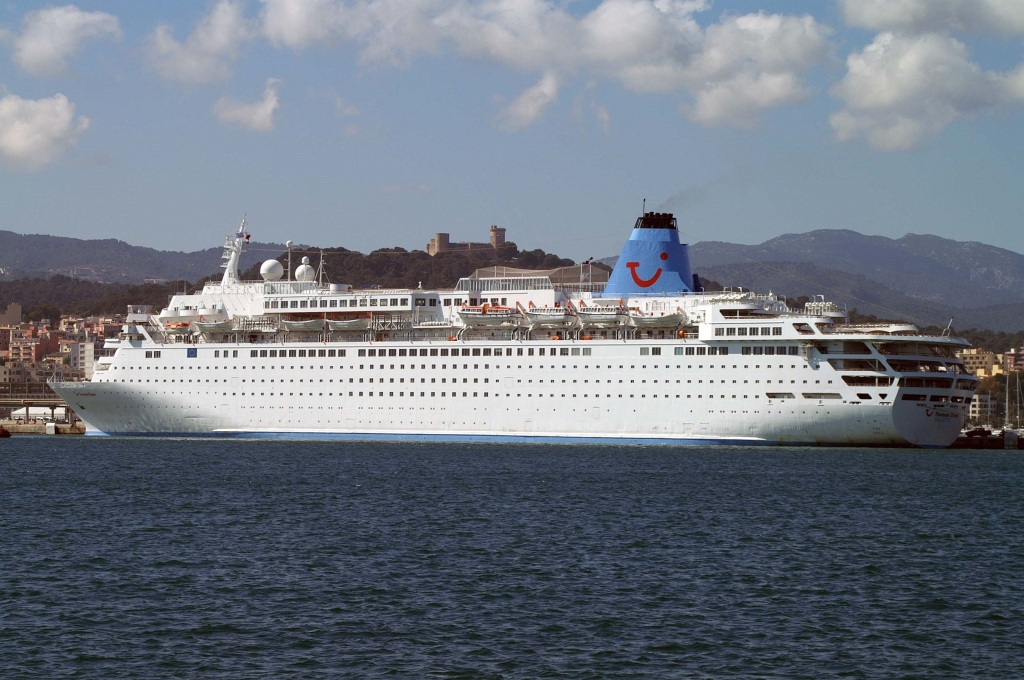 MERCHANTSHIPSinfo Thomson CruisesThomson Dream - The thomson dream cruise ship